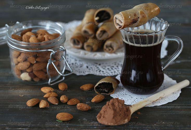Очень вкусные, полезные, сладкие ароматные полезные рулетики с шоколадом, корицей, изюмом и орехами. Такие рулетики могут стать отличной закуской, десертом, их можно на перекус или взять с собой, когд