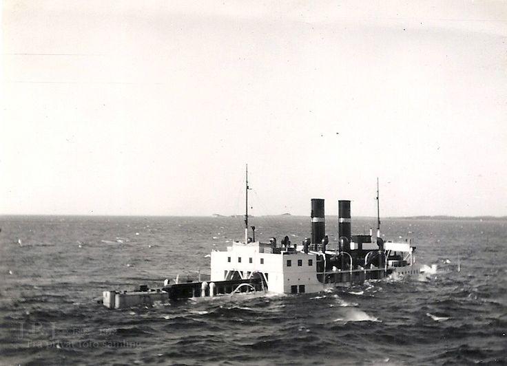 Dampfærgen Christian IX synker efter en minesprængning den 20. april. 1940 – Hæves 48 dage senere.