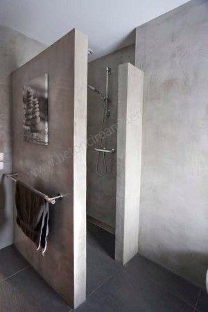 PRAKTISCH | Handdoek rek aan de muur voor natte handoeken met een schilderij of lamp erboven