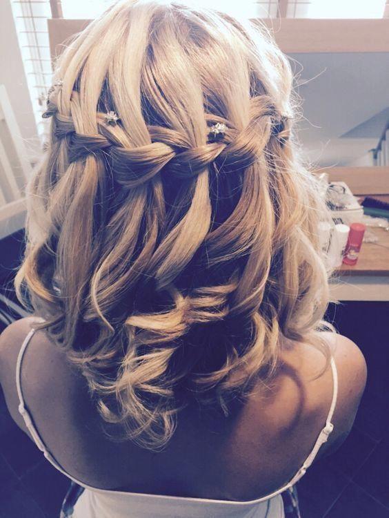 Ein mittellanges Haar kann die Variabilität der Frisuren einschränken.So haben wir einige auffällige Prom-C ...   #EyeCatching #hair #hair ...
