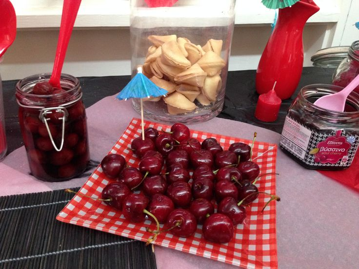 Pilled cherries, fresh & sour ones in syrup