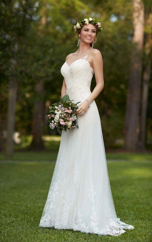 Romantische trouwjurk 6194 van Stella York. www.newstyling.nl