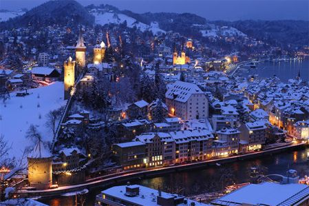 The third stop on my European Christmas 2011 holiday will  be gorgeous Lurcerne, Switzerland for one night only.