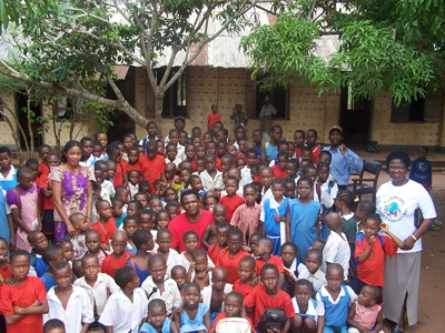 volunteer in an African orphanage
