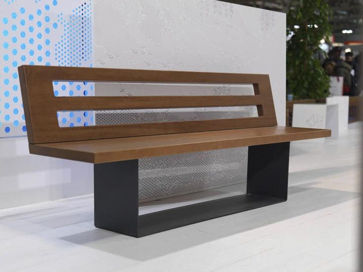 Banc public design en bois et m tal avec dossier stretch - Mobilier urbain jardin public la rochelle ...