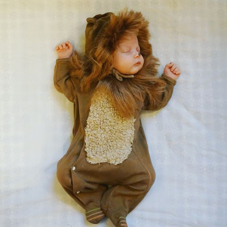 DIY Newborn baby Halloween costume Wizard of Oz lion costume.