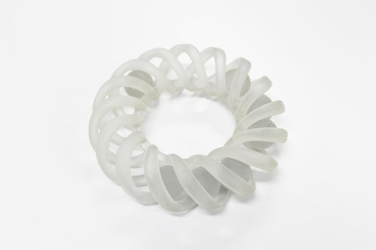 The sphere of seven in the circle twisted #3Dprint ねじれた円のなかに球体が7つ入っています