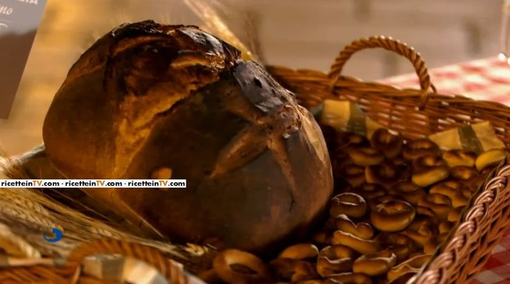 La ricetta dei taralli dolci al vino bianco e salati ai semi di finocchio, proposta nella puntata del 28 ottobre 2016 di Bake Off Italia 4