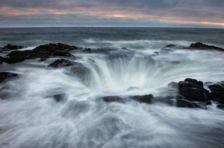 https://flic.kr/p/WtLroj | Thor's Well. | Thor's Well.  Es uno de los fenómenos mas espectaculares en lo largo de la costa de Oregon, un pozo que puede ser muy peligroso en marea alta muchos fotógrafos y visitantes ah perdido la vida