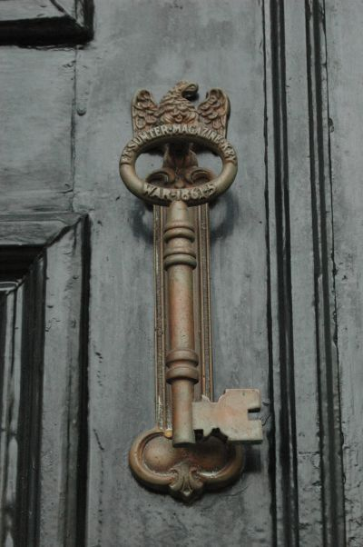 Audrey 10/28: This picture makes me really happy - I've always loved the idea of interesting front doors and door knockers, because they can be really symbolic of the house inside. I like the mix of classic and quirky in this picture, with the old-appearing knocker being a literal key.