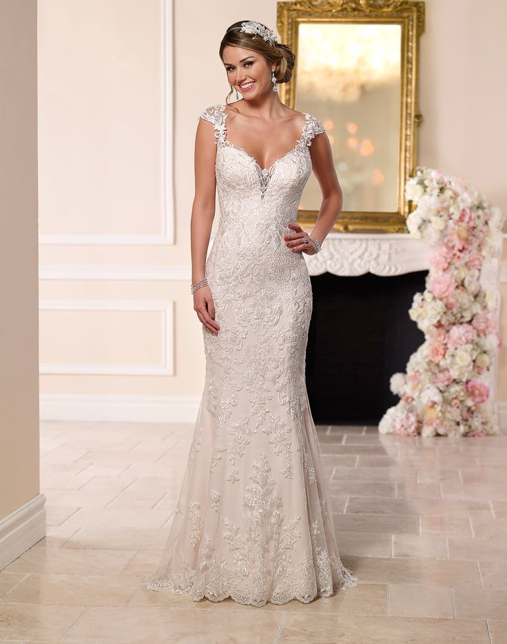 6245 // This romantic lace wedding dress from Stella York meets all the desires of the modern bride.