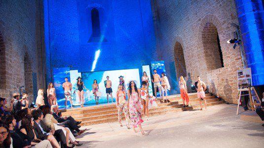 Otto stilisti siciliani presentano le loro creazioni in passerella allo Spasimo di Palermo. Va in scena la kermesse Influence of art on fashion. Il servizio di Giorgio...