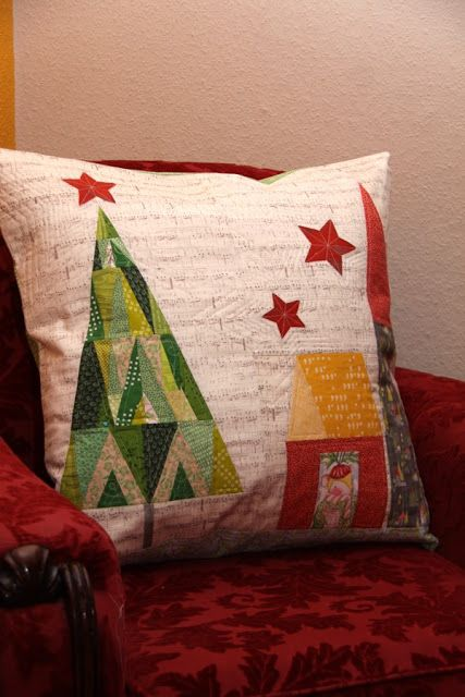 deck the halls free Christmas tree quilt pattern perfect for a sweet pillow & 474 best CHRISTMAS IDEA`S images on Pinterest | Christmas ideas ... pillowsntoast.com