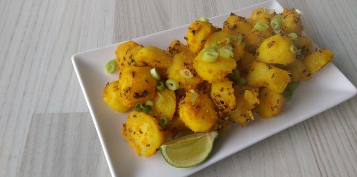 Jeera aloo er en indisk ret, som man ofte serverer ved siden af sin hovedret. Det er egentlig bare stegte kartofler med indiske krydderier, men de er simpelthen bare så lækre! Det er nemt at lave o…