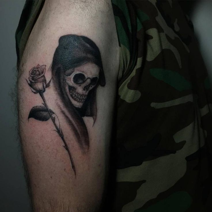 Image of death on the right upper arm.