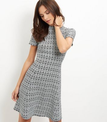 """Try this swing dress for effortless weekend style this season. Pair with heeled boots to complement.- Rounded neckline- Jacquard texture- Simple short sleeves- Funnel neckline- Casual fit that is true to size- Bonjana is 5'9.5""""/176cm and wears UK 10/EU 38/US 6"""