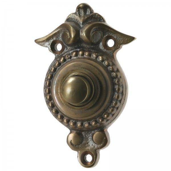 Haustürklingel im Landhaus Stil aus Messing mit Klingel Knopf für die Eingangstür am Haus. Türklingeln Messing patiniert