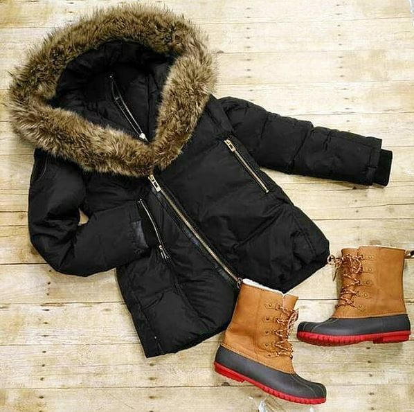 Winter isn't over just yet! We still have tons of winter accessories for less❄😎 Storm Mountain Coat- size medium $45 Thinsulate boots- size 8 $45  #platoscloset #platosclosetcambridge #winterfashion #winteraccessories #stylesforall #stylesforless #brandnamesforless #gentlyused | https://www.platosclosetcambridge.com/