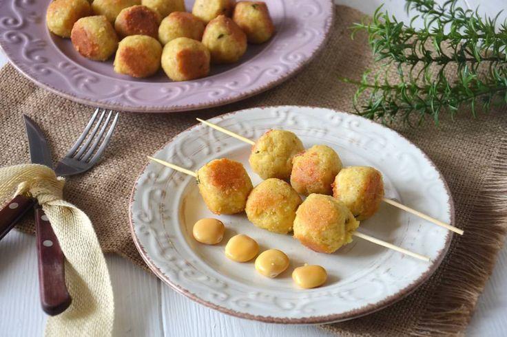 Le polpette di lupini sono un modo sfizioso per portare in tavola un secondo piatto vegetariano un po' diverso dal solito. Fino a qualche anno fa mangiavo