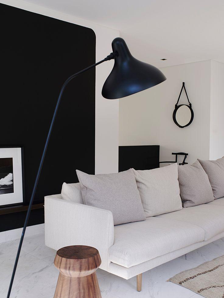 Mantis standerlampe smuk skulpturel lampe til stuen. http://helbergdesign.dk/produkter/soeg?s=mantis