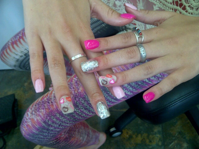 @Bella Thorne nails. OBSESSED.