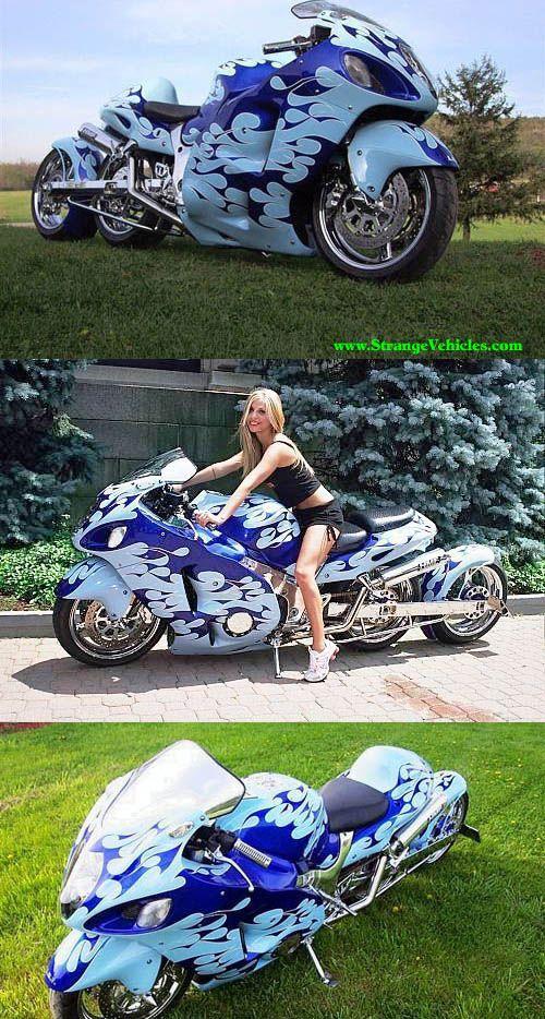 Tres rueda extraña va en motocicleta