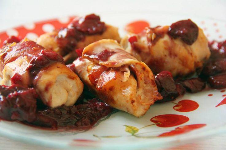 Non sapete che cosa fare stasera a cena?  ROLATINE DI POLLO ALLE CILIEGIE  Saporito secondo piatto realizzato con il petto di #pollo farcito con un ripieno morbido di #formaggio e con lo #speck, dando alla carne la giusta salinità e un leggero sapore affumicato, che si abbina molto bene alla riduzione di #ciliegie (Azienda Agricola Tetticastagno) e #marsala. #Secondodicarne #primavera #italianfood #agrodolce #cherries #atavola http://bit.ly/1H4dD87  http://acquolinainblog.com/ | #acquolina