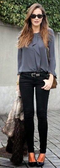 Skinny pants, grey shirt.