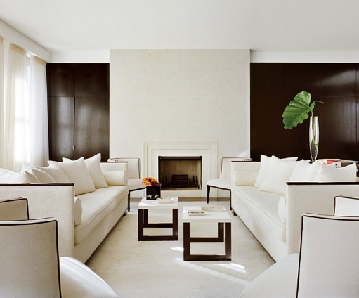 Minimalist penthouse by Jennifer Post.White Living, Livingroom, Home Interiors Design, Living Room, Fireplaces Surroundings, Design Home, Black Wall, Accent Wall, White Room