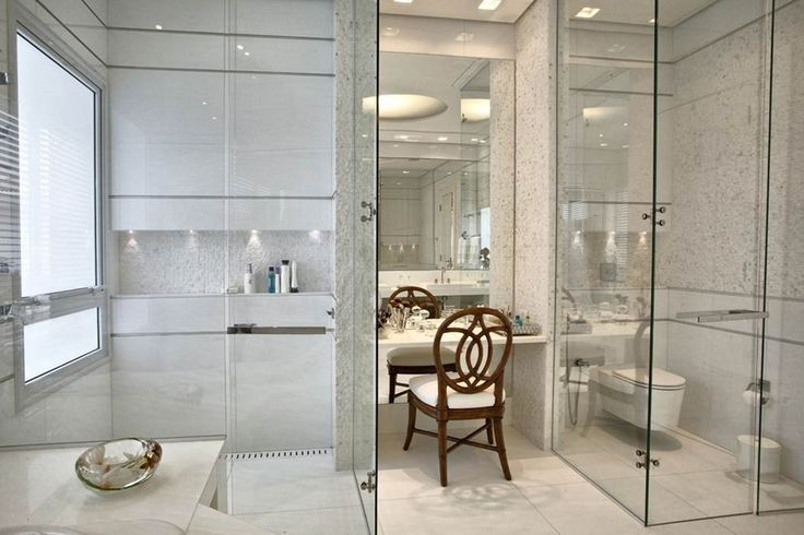 eh!DÉCOR | Banheiro com área íntima separada por box de vidro transparente