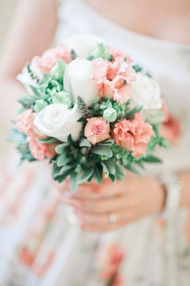 Vintage bouquet peach and mint color