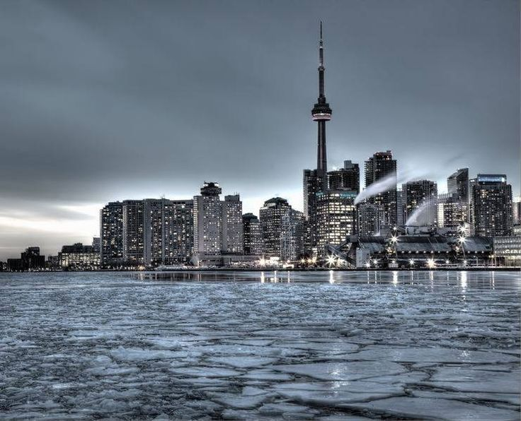 Esta imagem é de Toronto, no Canadá! Apesar de cinzenta, a paisagem é linda. #DestinosEssenciais