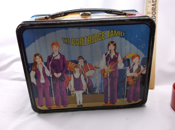 Vintage 1971 metal Partridge Family lunch box and thermos. It has light use wear. Check the photos. Thermos has glass liner, is clean and complete. There is a little wear on thermos, but no bubbling.