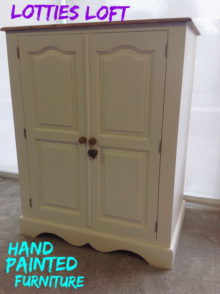 🌺🌺A LOVELY QUALITY PINE UNIT, A LITTLE OUTDATED, IT HAS BEEN GIVEN A NEW LEASE OF LIFE THANKS TO A LITTLE OF FARROW AND BALL MAGIC. WHEN I WANT AN ULTA SMOOTH BRUSH FREE FINISH I REACH FOR THIS PAINT RATHER THAN CHALK PAINT.  THIS SMALL WARDROBE IS PERFECT FOR A NURSERY. 🌺🌺