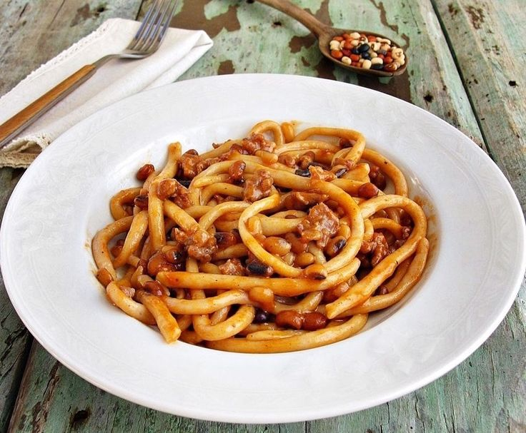 For all you pasta experts out there: Do you know this one? Umbricelli is a classic umbrian pasta. Not only is it thicker than spaghetti but it's also chewy. It typically goes well with hearty sauces like the salsa di Trasimeno a tomato-based sauce filled with ingredients like perch fillets shallots garlic carrot and parsley.  Join us as at Nonna Box as we explore Umbria through its flavors!