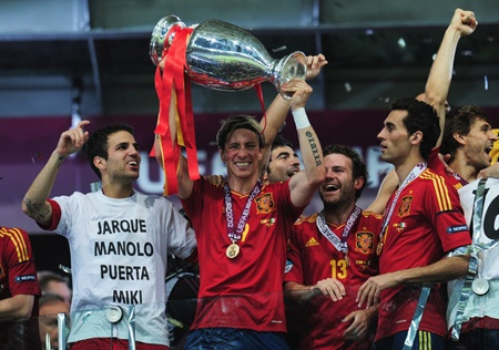 Fernando Torres with the 2012 European Champions Cup and his fellow teammates on the Spanish national team