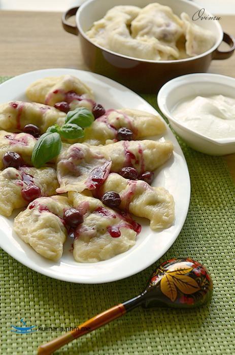 Украинская кухня. Полтавские вареники с вишней.
