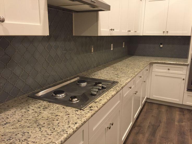 Best White Dallas Granite White Shaker Cabinets Arabesque Grey 400 x 300