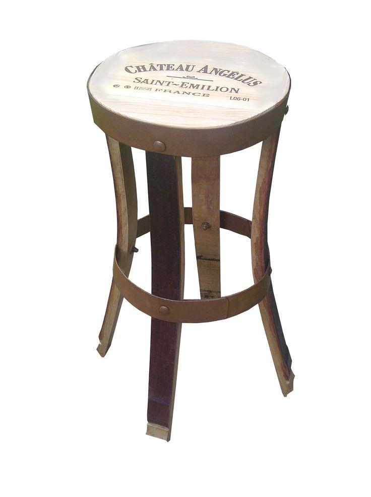 tabouret haut de bar, personnalisable, fabriqué en douelle de tonneaux de vin ( merrain), notre collection de mobilier et accessoires fabriqués avec des barriques sur: www.douelledereve...