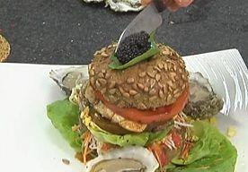 26-Jul-2015 14:28 - VOOR DEZE HAMBURGER BETAAL JE 300 EURO. Voor de duurste hamburger die je in België kan eten, moet u naar restaurant Huis De Colvenier in Antwerpen. Daar betaal je maar liefst 299 euro…...