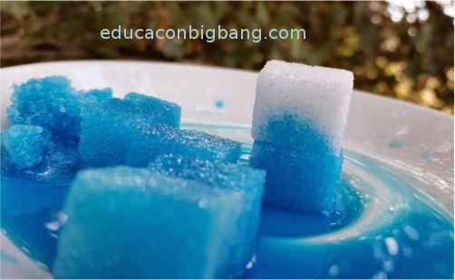 Experimento de capilaridad con terrones de azucar