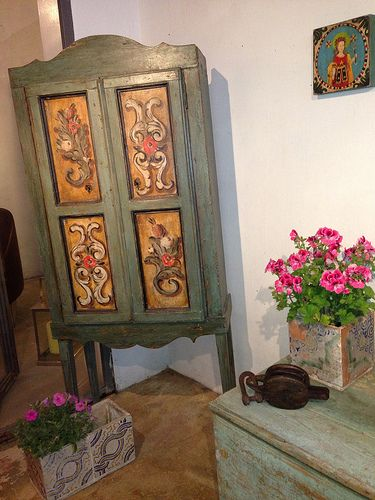 This is a furniture created from scratch. We make it with reclaimed wood and painted a theme from the repertoire of the Sicilian tradition.