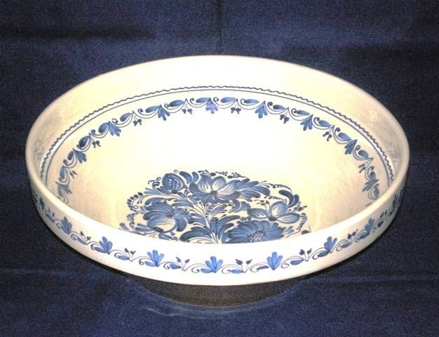 Huge ceramic bowl with traditional Hungarian trimming. Handmade.