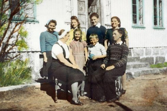 Digitalt Museum - Familiebilde på Ytre Stedjan Grindheim Audnedal.