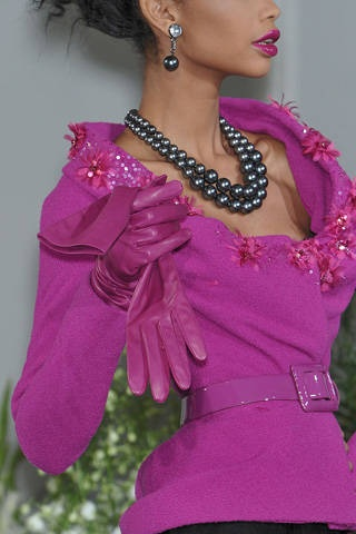 Christian Dior Fall 2009 Couture Detail - Christian Dior Haute Couture Collection - ELLE, black pearl necklace