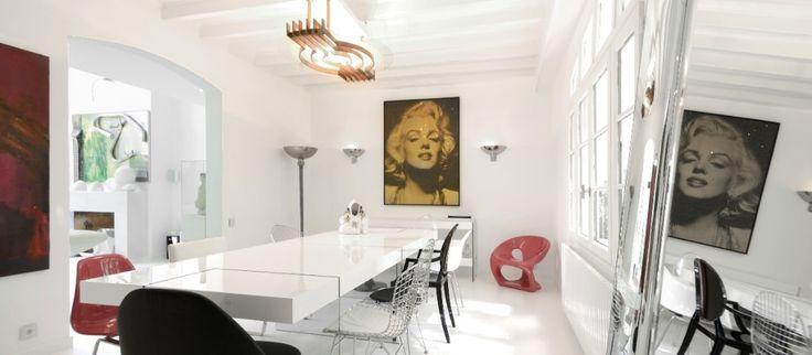 Alesia-huoneiston (Pariisi) ruokapöydästä ei löydy kahta samanlaista tuolia.