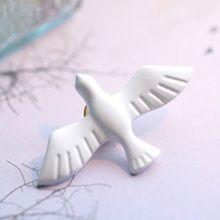 (1 ШТ.) 2016 новый Корейский ювелирные изделия искусства свежие белые голуби голубь брошь одежда дикий ювелирные изделия(China (Mainland))