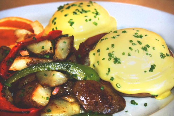 how to cook eggs benedict for a crowd