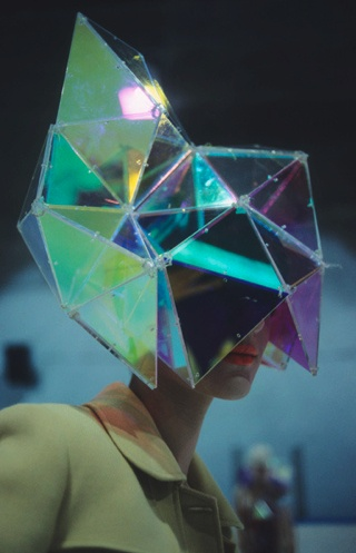 Holographic geometric head piece