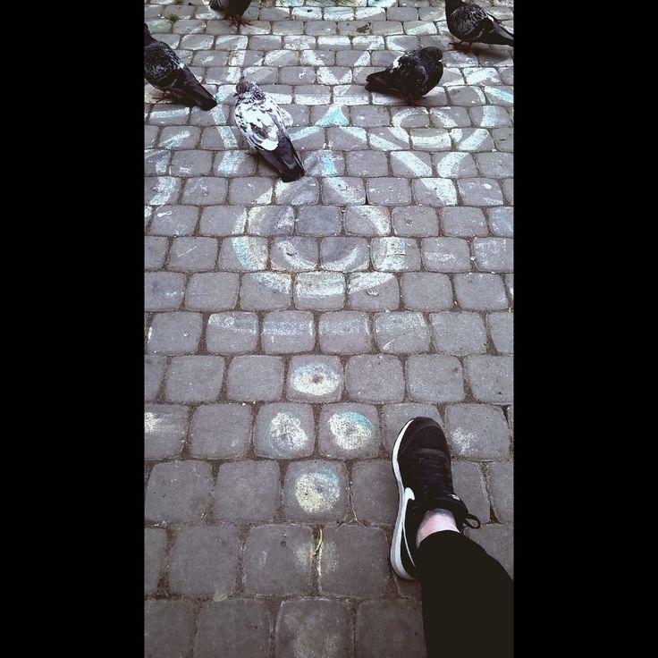 Привет, это я, мои безработные друзья и мы вместе смотрим в светлое будущее #счастье #ищуработу #student #gaduation #спб #spb #saintp #saintpetersburg #foot #leg #adventure #footadventure #day #nojobnomoneynoproblems #cold #summer #love #life #chill #walk http://butimag.com/ipost/1553548173200797245/?code=BWPT9UdFy49
